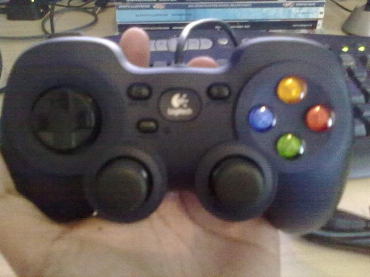 The The Logitech F310 gamepad compared to my hand.